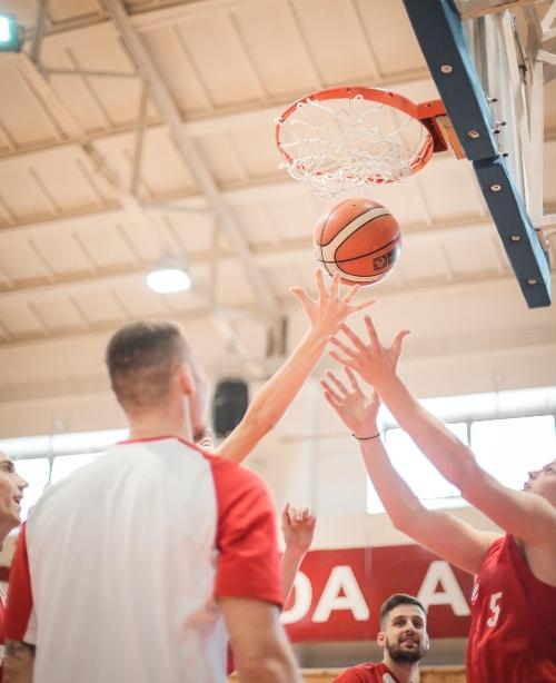 basketball players reaching